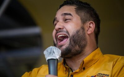 El hijo de Maduro muestra la constancia de nacimiento de su padre contra las «mentiras»