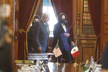 López Obrador y Harris sellan un memorándum de cooperación migratoria