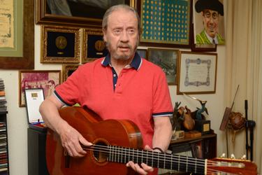 «Serranito»:»Los guitarristas solemos ser unos solitarios de hombros caídos»